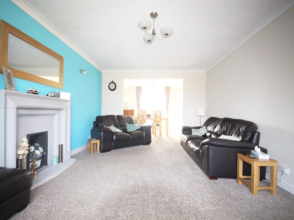 4 bedroom detached house For Sale in Earby - Property photograph